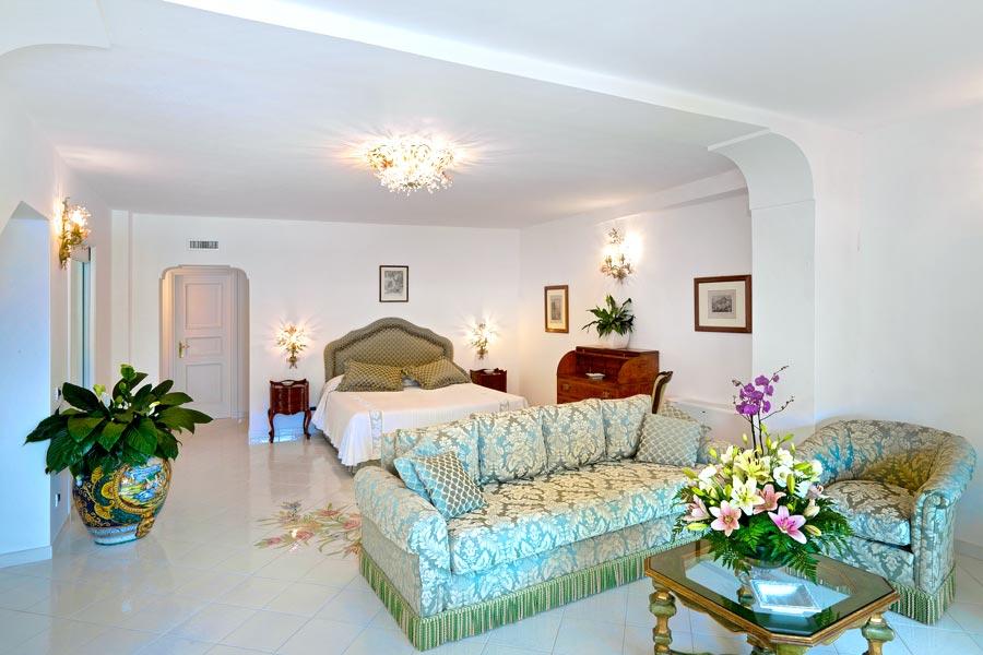 Hotel villa brunella capri hotel con piscina e vista mare for Arredamento lupin castel volturno